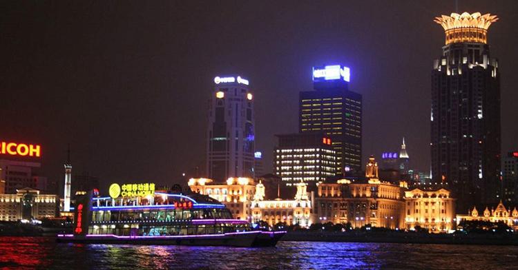 Chuyến du thuyền trên sông Hoàng Phố dọc 2 bờ Đông Tây