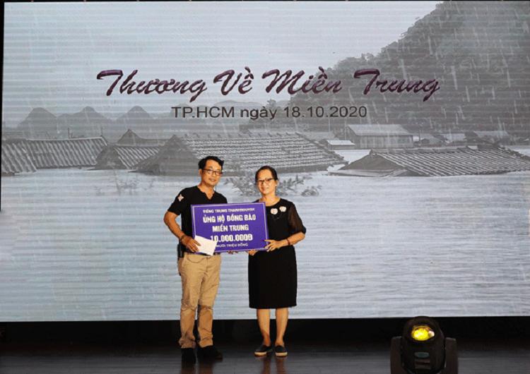 Đại điện THANHMAIHSK trao 10.000.000 đồng ủng hộ cho đồng bào miền Trung
